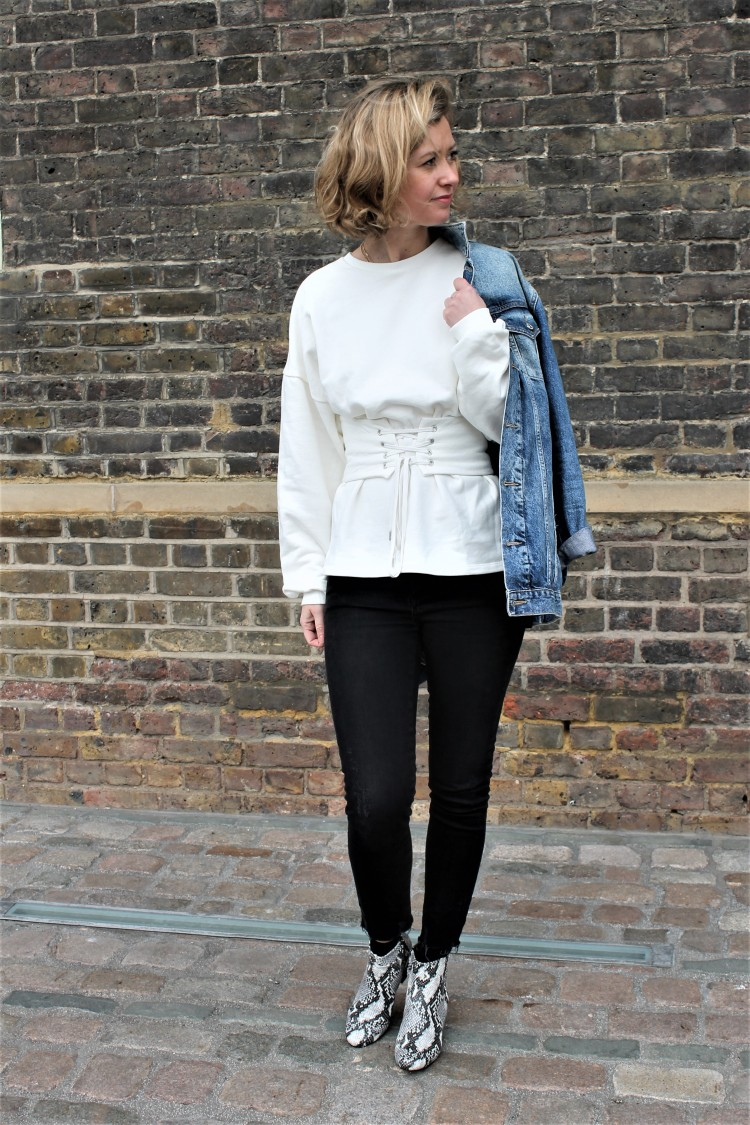 jeans-et-sweat-blanc
