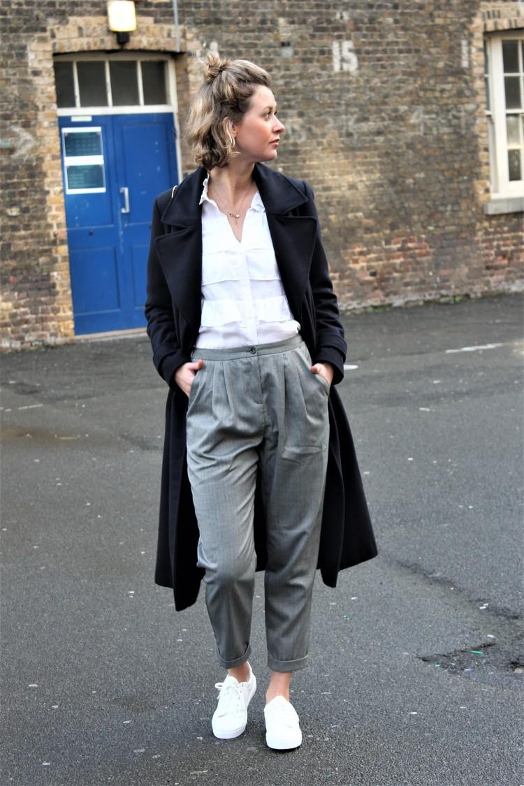 pantalon-gris-urban-outfitters